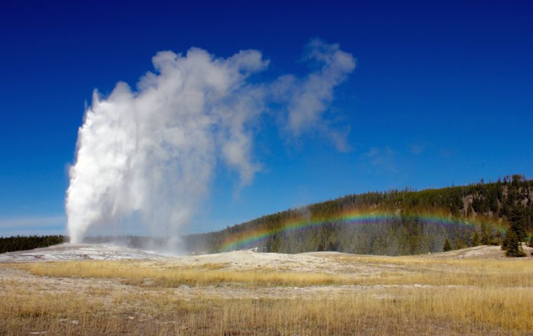 old-faithful-yellowstone-geysir